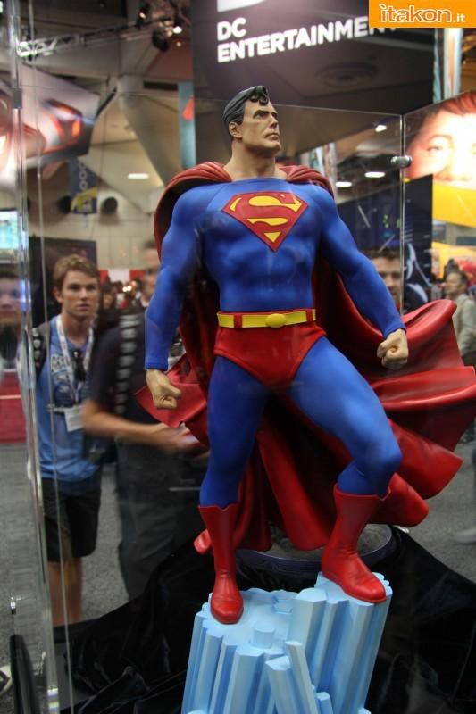 [Sideshow] Superman - Premium Format Figure - LANÇADO!!!! - Página 23 SDCC2013-sideshow-premium-format-39-533x800