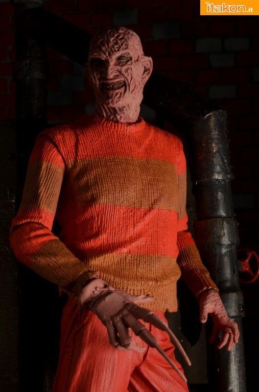 [NECA] A Nightmare On Elm Street: Freddy Krueger NES version  Freddy-Krueger-NES-Version-007-529x800
