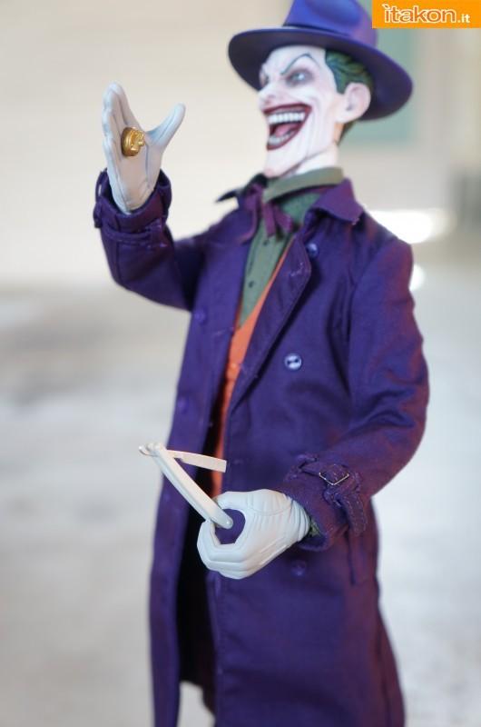 [Sideshow] DC Comics: Joker 1/6 scale - LANÇADO!!! - Página 4 The-Joker-16-scale-figure-di-Sideshow-11-530x800