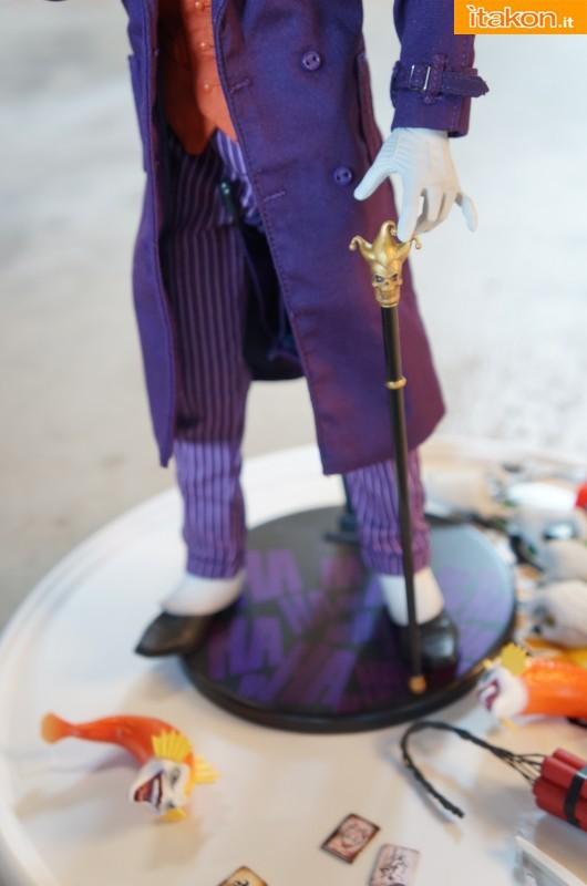 [Sideshow] DC Comics: Joker 1/6 scale - LANÇADO!!! - Página 4 The-Joker-16-scale-figure-di-Sideshow-14-530x800