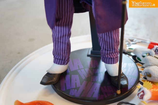 [Sideshow] DC Comics: Joker 1/6 scale - LANÇADO!!! - Página 4 The-Joker-16-scale-figure-di-Sideshow-15-650x431