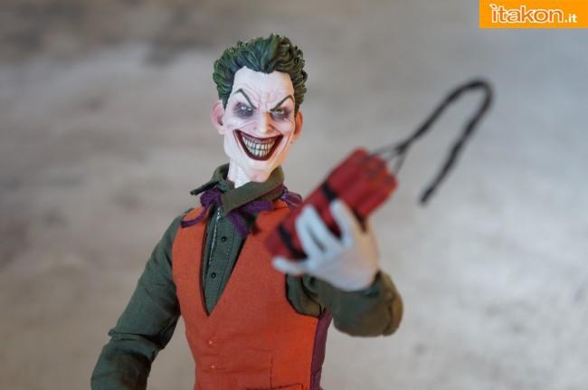 [Sideshow] DC Comics: Joker 1/6 scale - LANÇADO!!! - Página 4 The-Joker-16-scale-figure-di-Sideshow-18-650x431