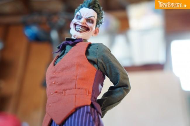 [Sideshow] DC Comics: Joker 1/6 scale - LANÇADO!!! - Página 4 The-Joker-16-scale-figure-di-Sideshow-20-650x431