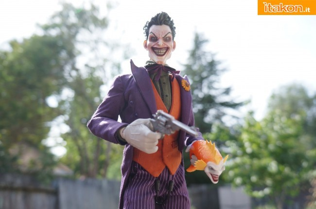 [Sideshow] DC Comics: Joker 1/6 scale - LANÇADO!!! - Página 4 The-Joker-16-scale-figure-di-Sideshow-32-650x431