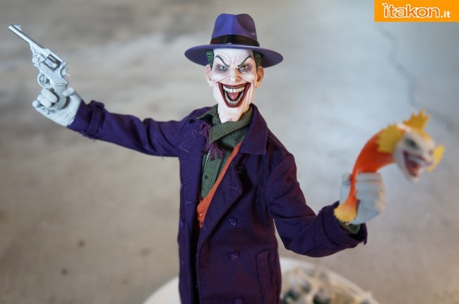 [Sideshow] DC Comics: Joker 1/6 scale - LANÇADO!!! - Página 4 The-Joker-16-scale-figure-di-Sideshow-4-650x431