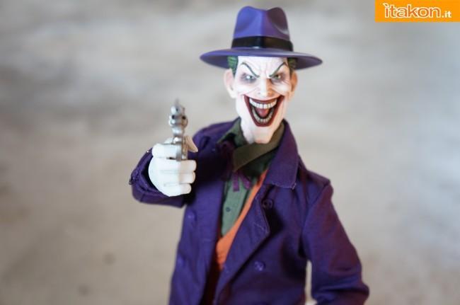 [Sideshow] DC Comics: Joker 1/6 scale - LANÇADO!!! - Página 4 The-Joker-16-scale-figure-di-Sideshow-5-650x431