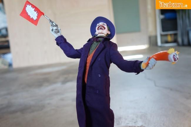 [Sideshow] DC Comics: Joker 1/6 scale - LANÇADO!!! - Página 4 The-Joker-16-scale-figure-di-Sideshow-7-650x431