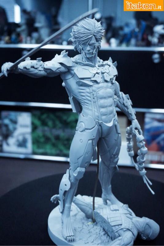 [Gecco,  Mamegyorai] Metal Gear Rising: Revengeance - RAIDEN White Armor 1/6 - SDCC2015 Exclusive - Página 2 Metal-gear-rising-raiden-gecco-proto-in-lavorazione-1-534x800