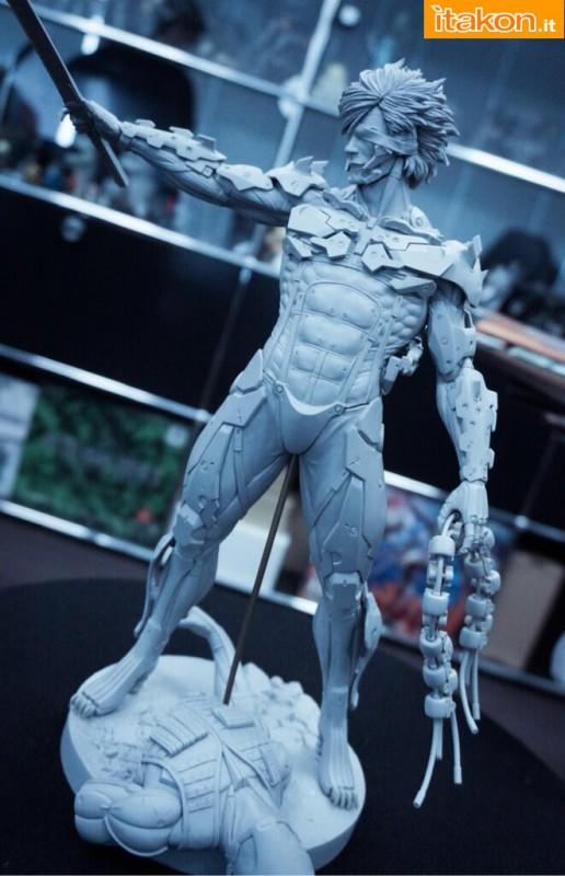 [Gecco,  Mamegyorai] Metal Gear Rising: Revengeance - RAIDEN White Armor 1/6 - SDCC2015 Exclusive - Página 2 Metal-gear-rising-raiden-gecco-proto-in-lavorazione-2-516x800