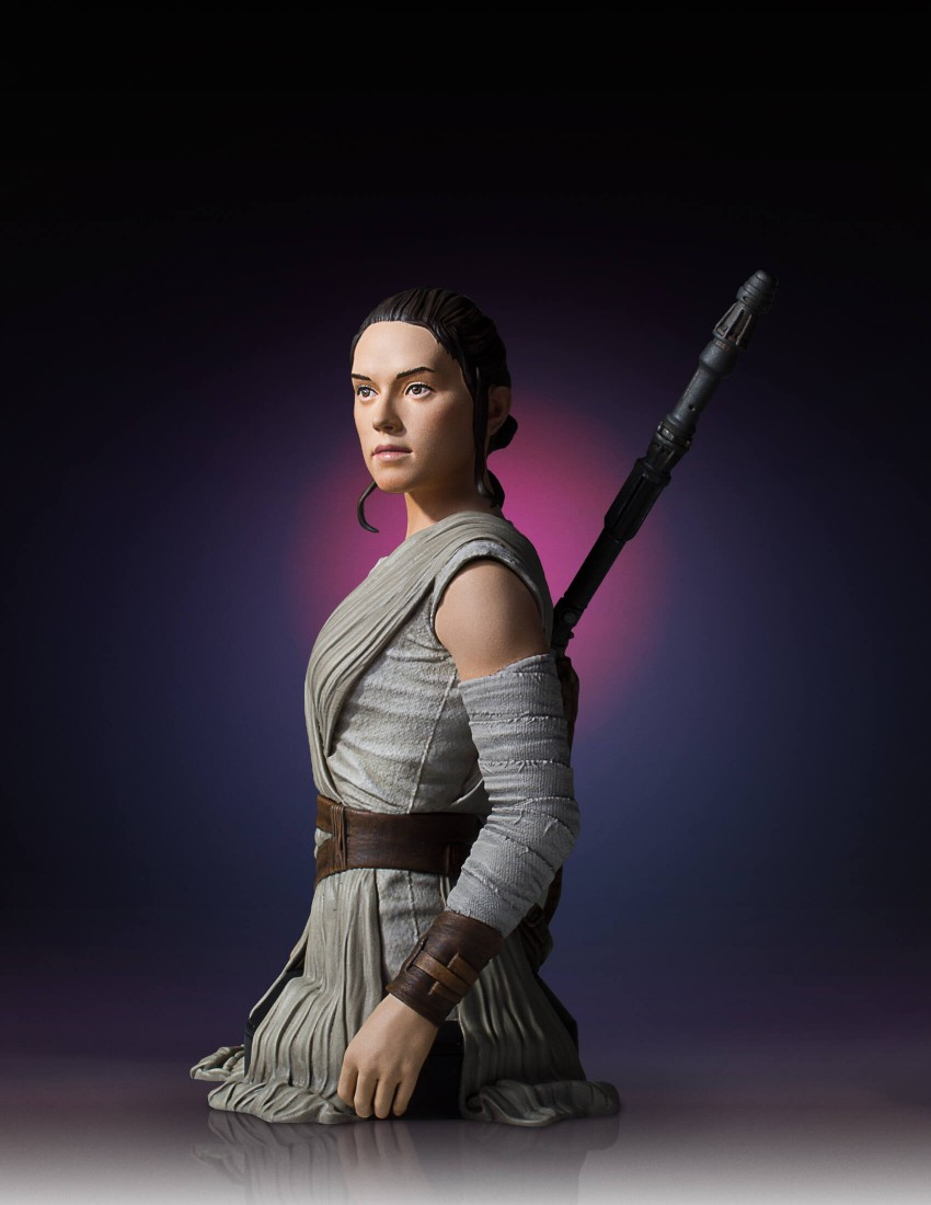 Link a Gentle-Giant-TFA-Rey-Bust-003
