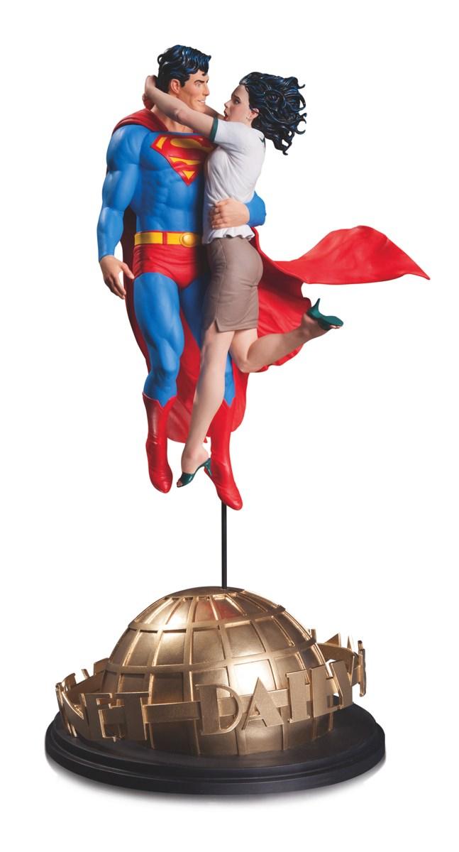 Link a DCC-Superman-and-Lois-Lane-Statue