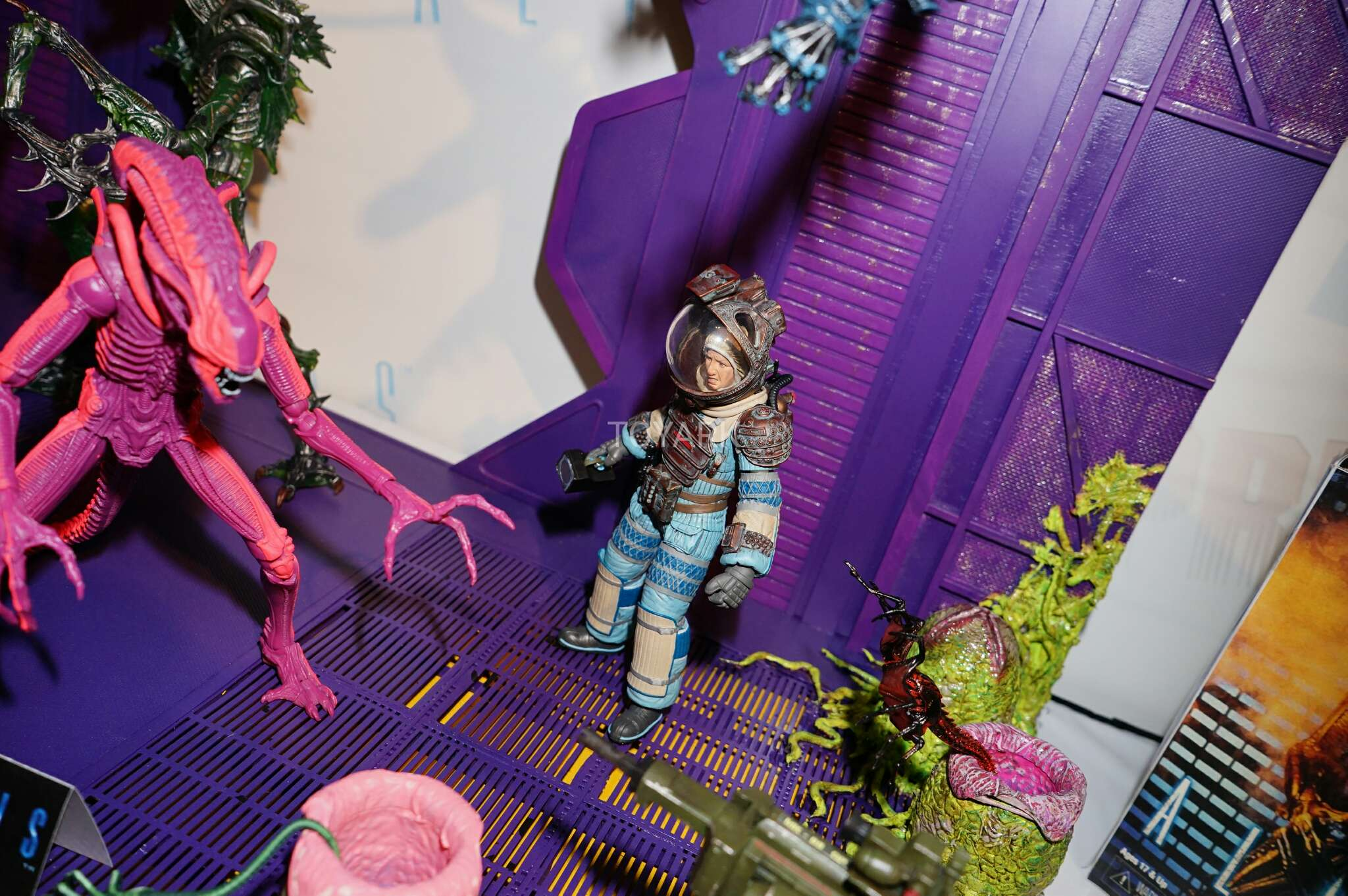 Link a Toy-Fair-2017-NECA-Aliens-and-Predator-Display-008