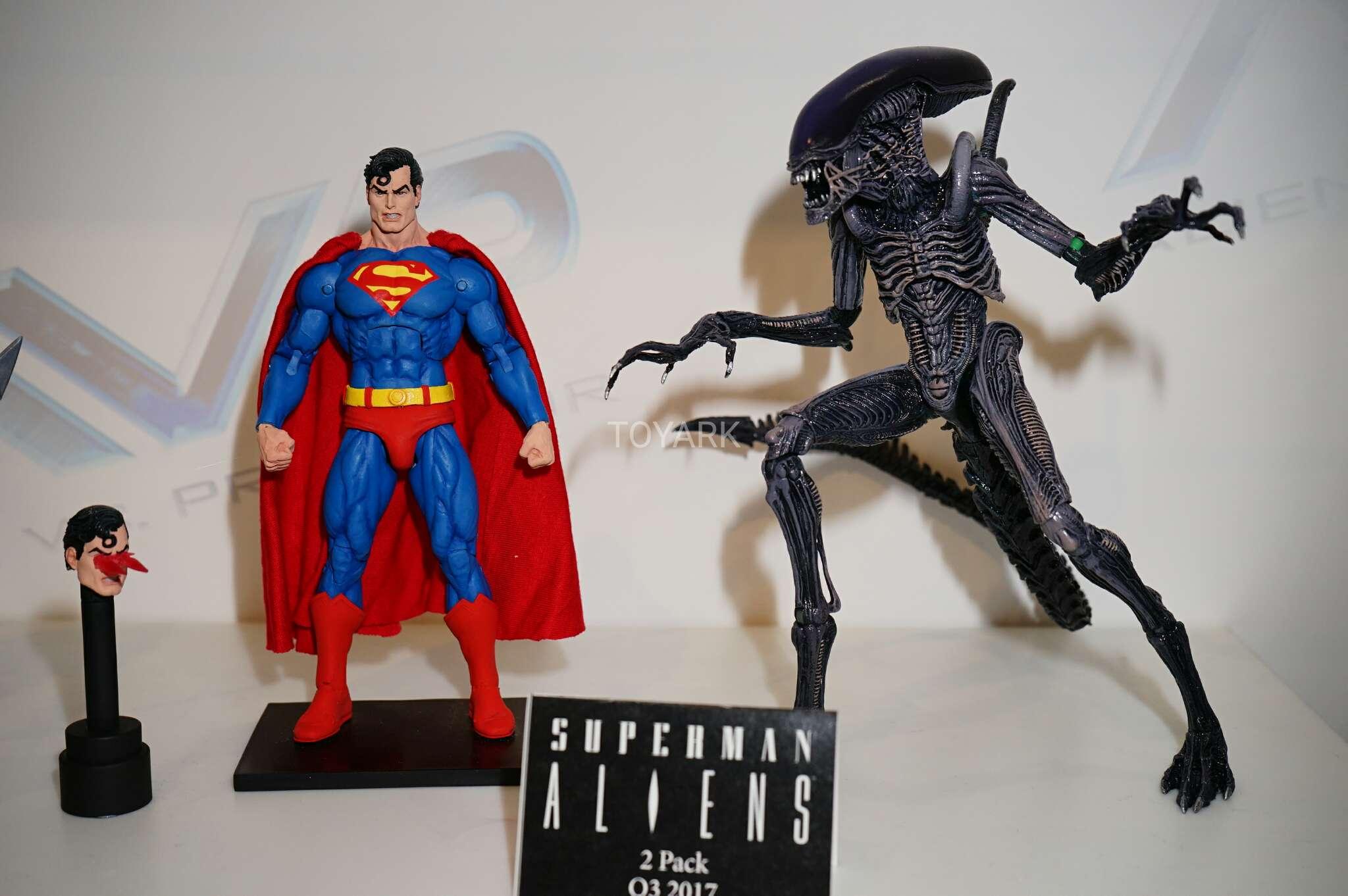 Link a Toy-Fair-2017-NECA-DC-vs-Aliens-and-Predator-014