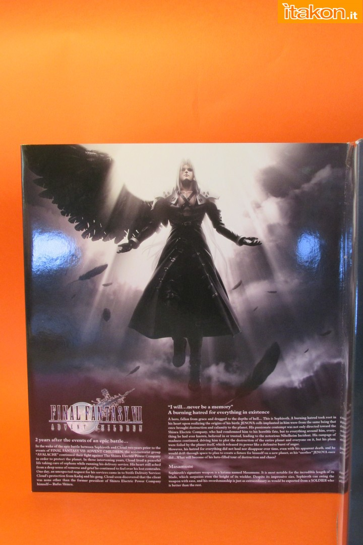 Link a recensione review sephiroth play arts kai da final fantasy vii advent children itakon.it -010