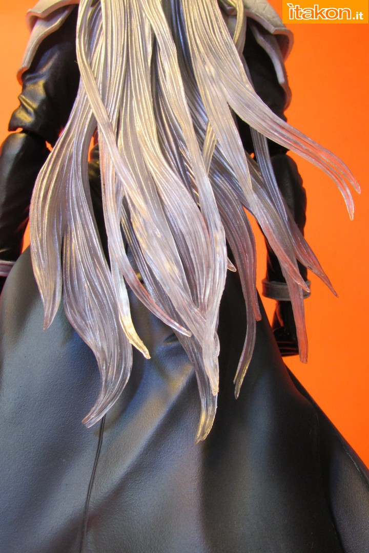 Link a recensione review sephiroth play arts kai da final fantasy vii advent children itakon.it -039