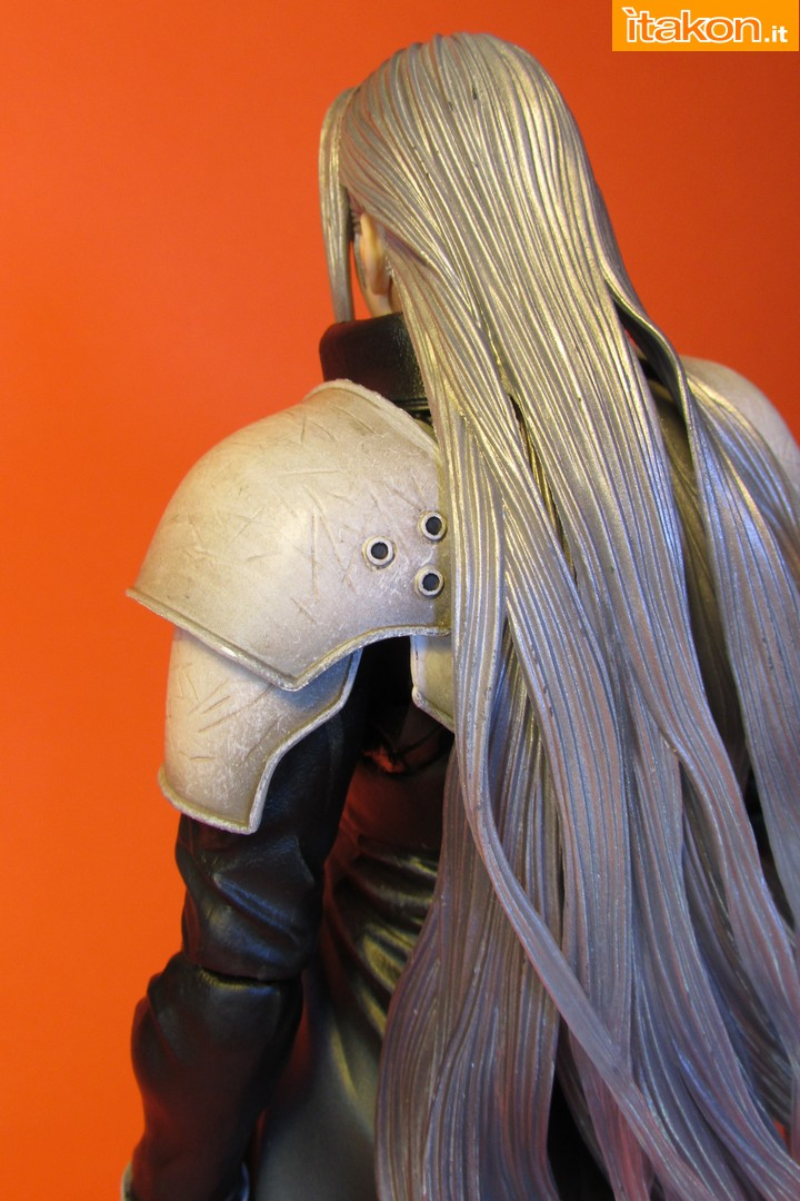 Link a recensione review sephiroth play arts kai da final fantasy vii advent children itakon.it -040