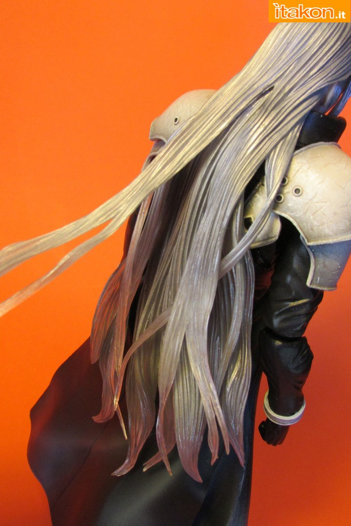 Link a recensione review sephiroth play arts kai da final fantasy vii advent children itakon.it -043