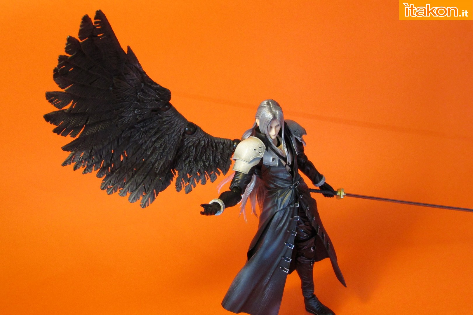 Link a recensione review sephiroth play arts kai da final fantasy vii advent children itakon.it -060