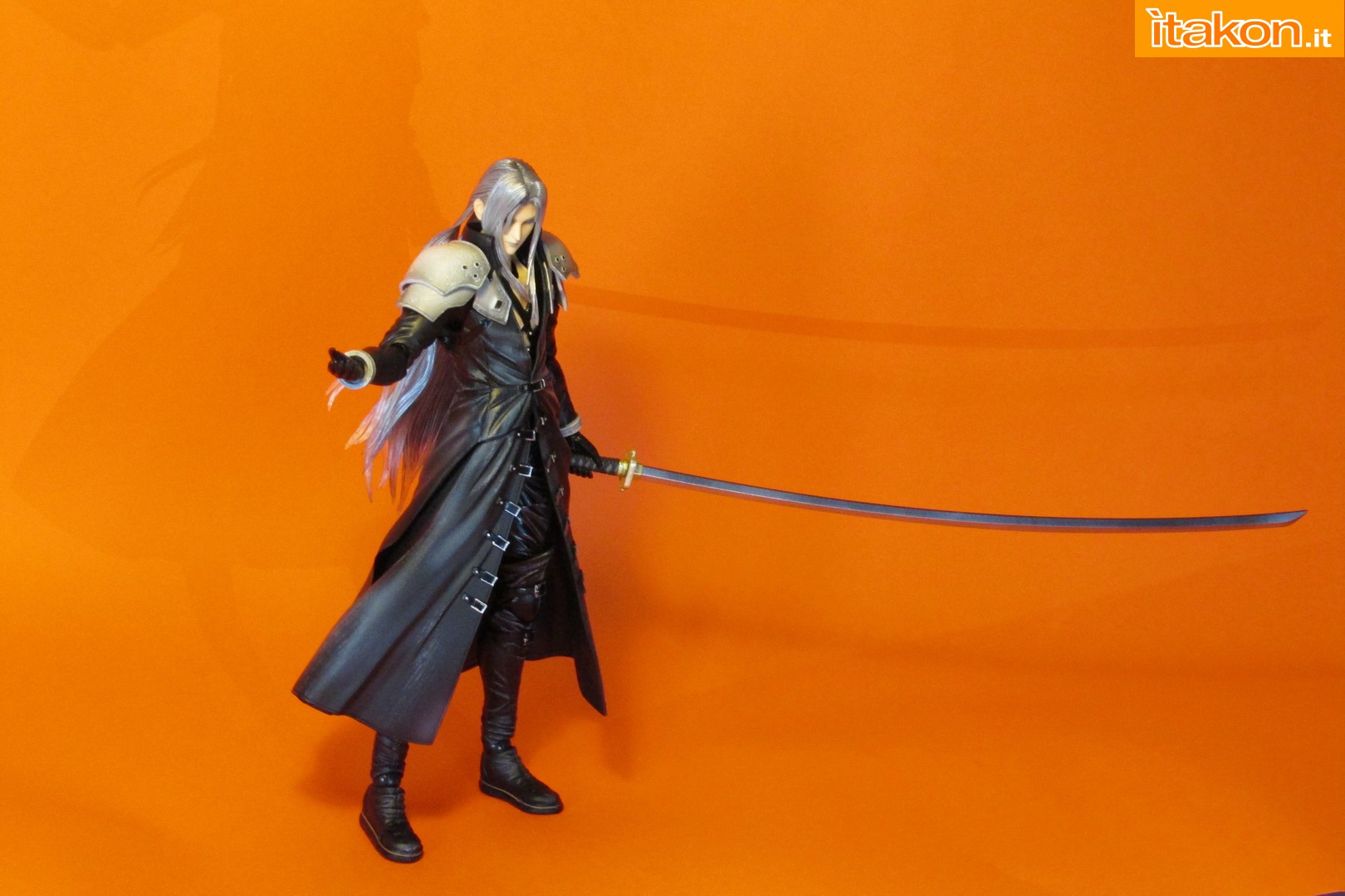 Link a recensione review sephiroth play arts kai da final fantasy vii advent children itakon.it -061