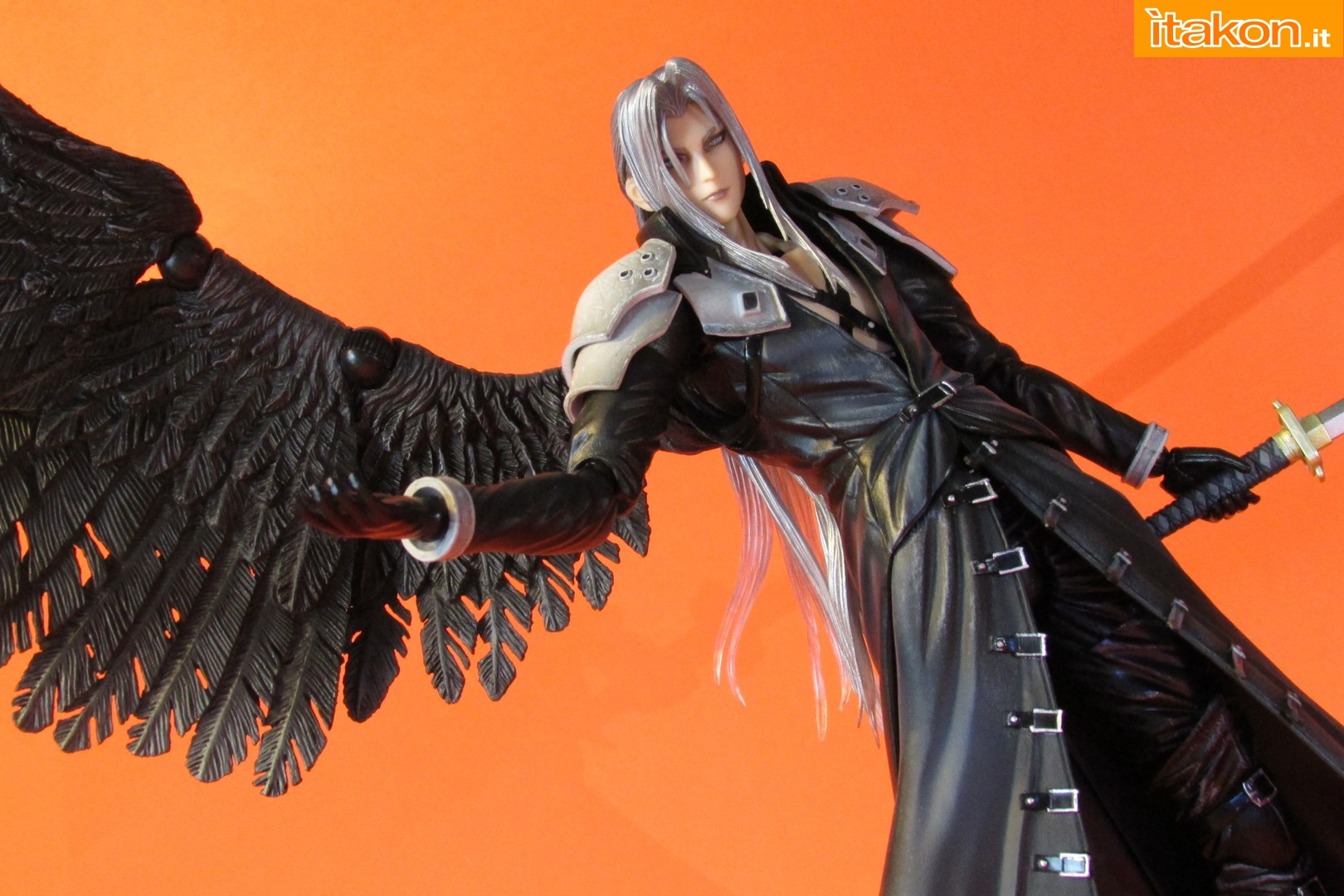 Link a recensione review sephiroth play arts kai da final fantasy vii advent children itakon.it -068