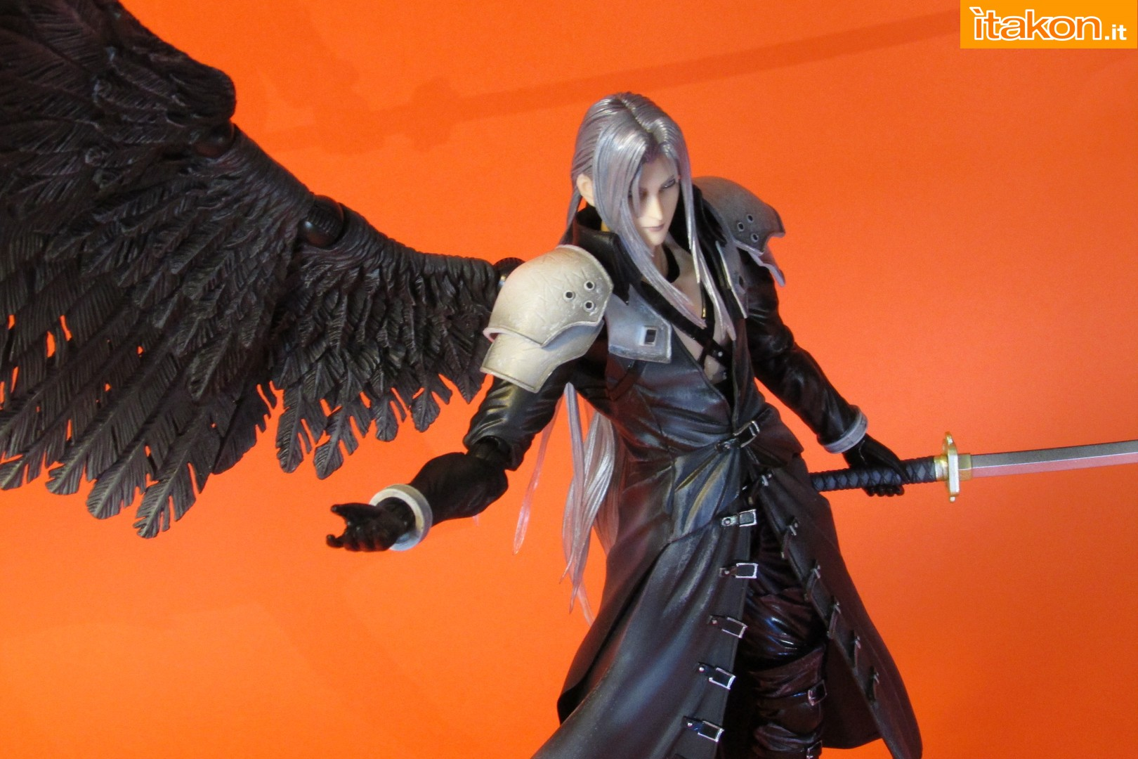 Link a recensione review sephiroth play arts kai da final fantasy vii advent children itakon.it -078