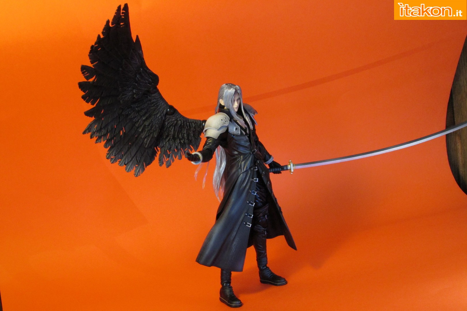 Link a recensione review sephiroth play arts kai da final fantasy vii advent children itakon.it -079