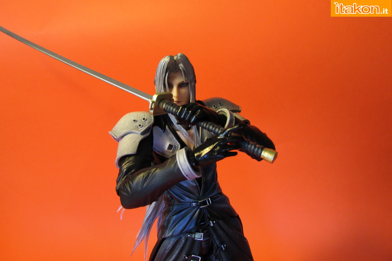 Link a recensione review sephiroth play arts kai da final fantasy vii advent children itakon.it -084