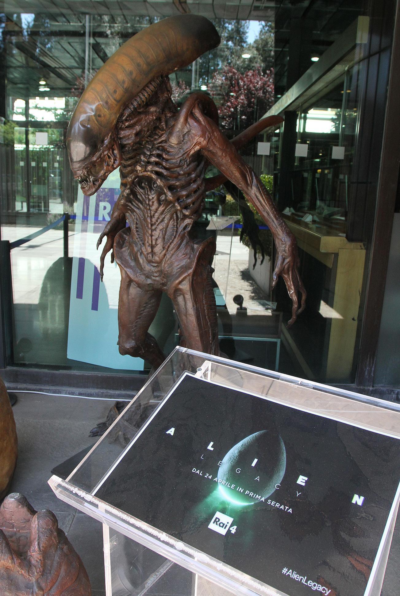 Link a Statua Alien Rai4