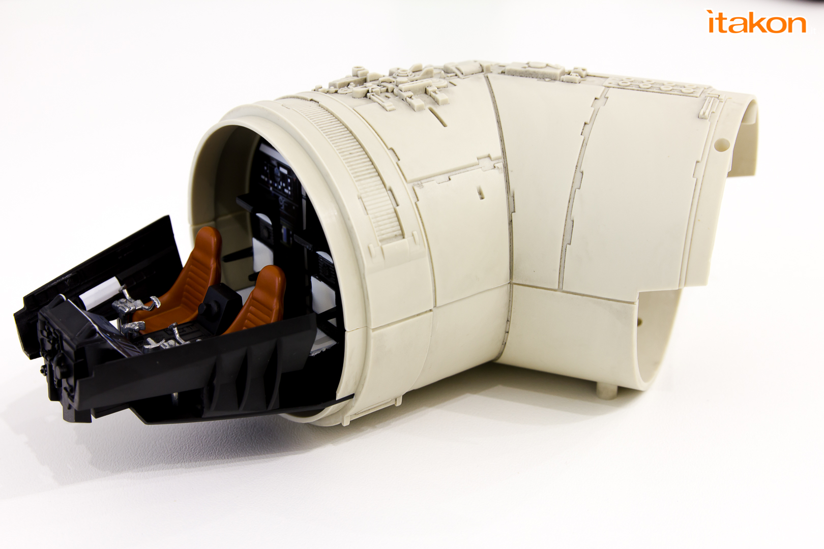 Link a De Agostini ModelSpace Millenniun Falcon Itakon Anktales-34