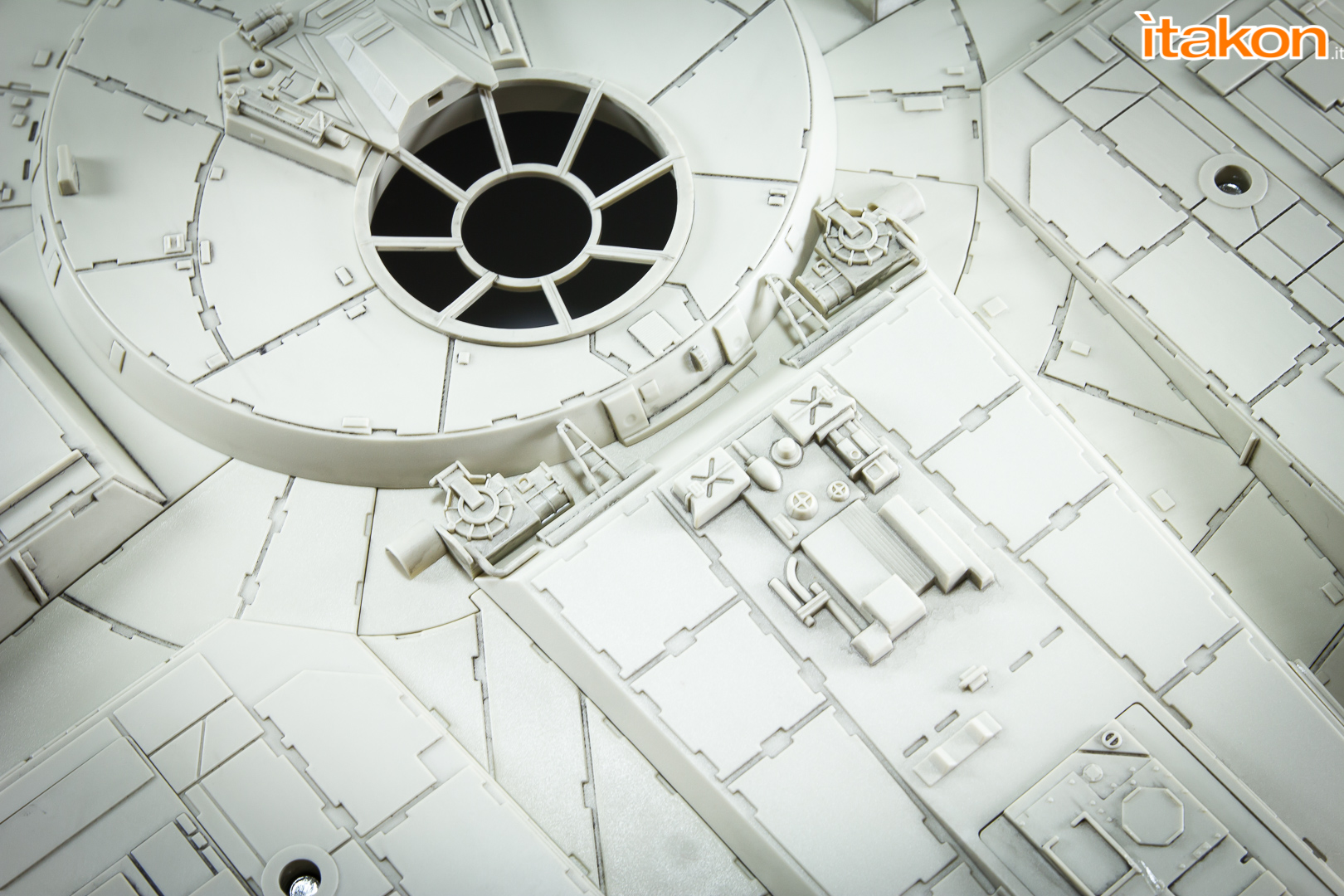 Link a Millennium Falcon DeAgostini Itakon-9