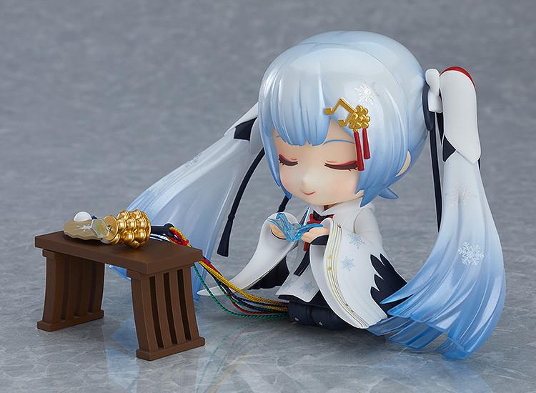 Link a Nendoroid Snow Miku Crane Priestess GSC info 06