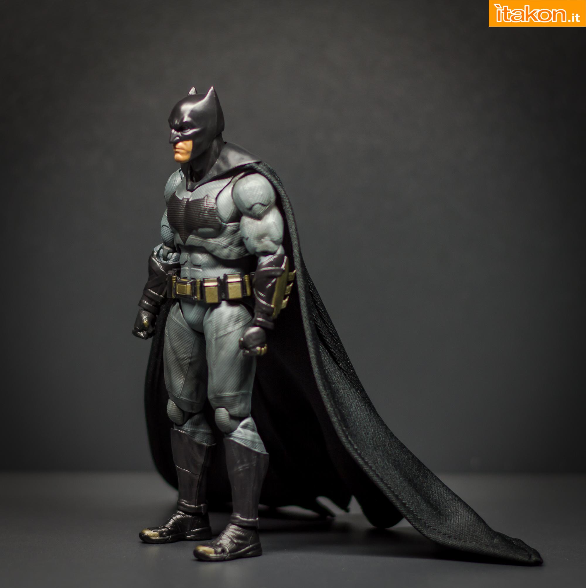 Link a Bandai S.H Figuarts Batman Justice League-18