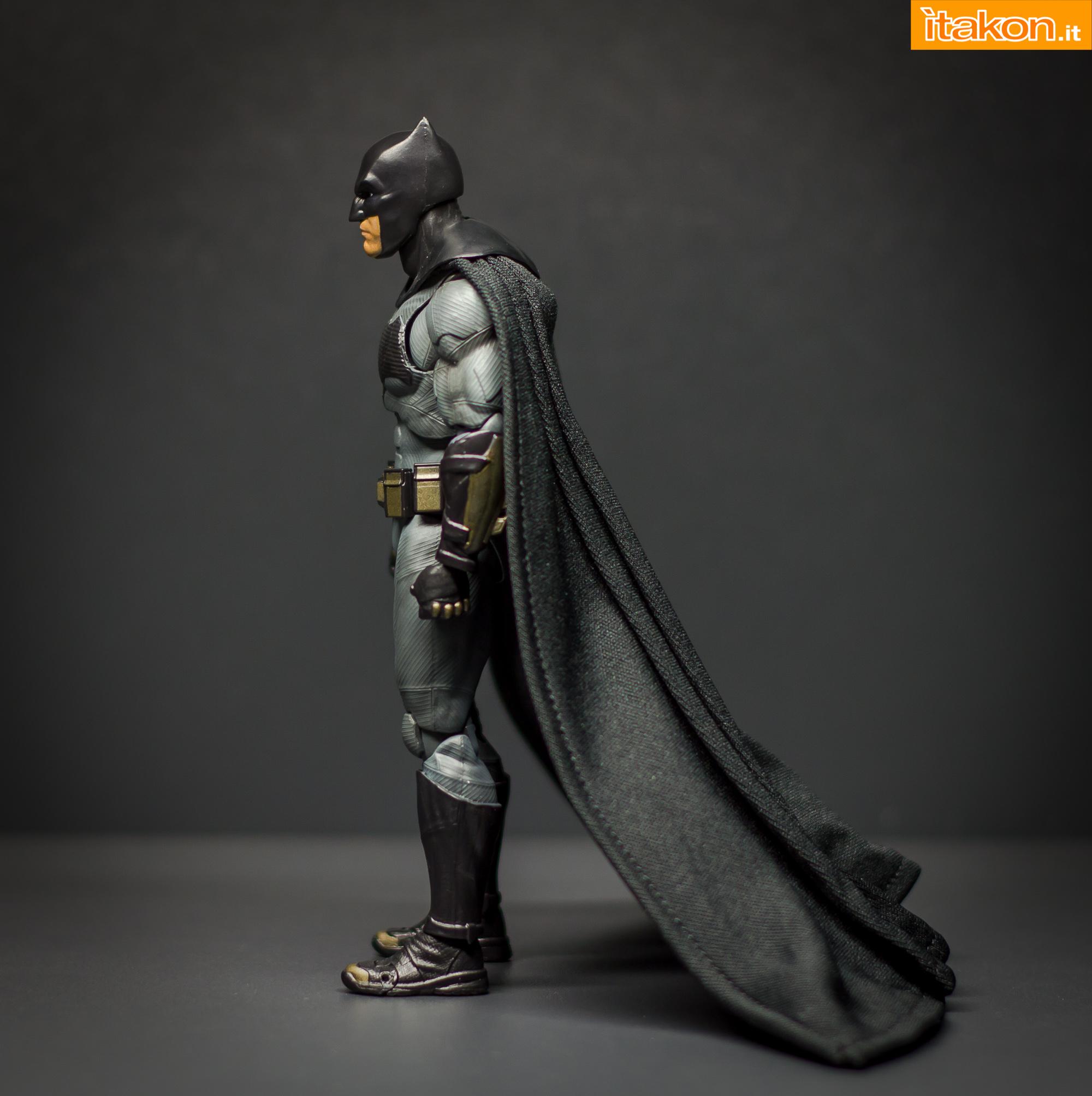 Link a Bandai S.H Figuarts Batman Justice League-19