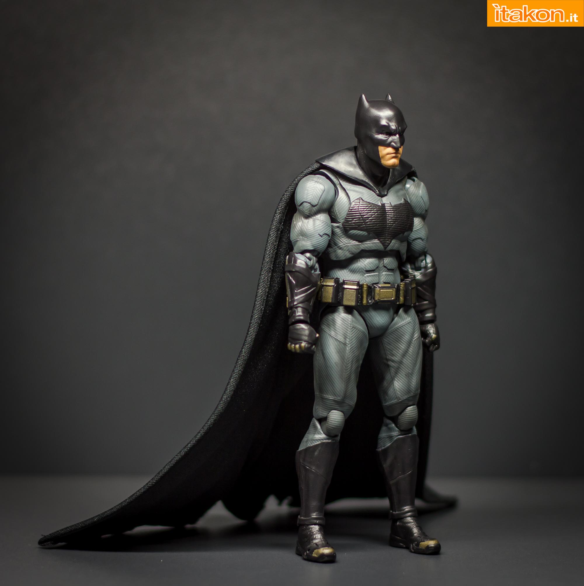 Link a Bandai S.H Figuarts Batman Justice League-24