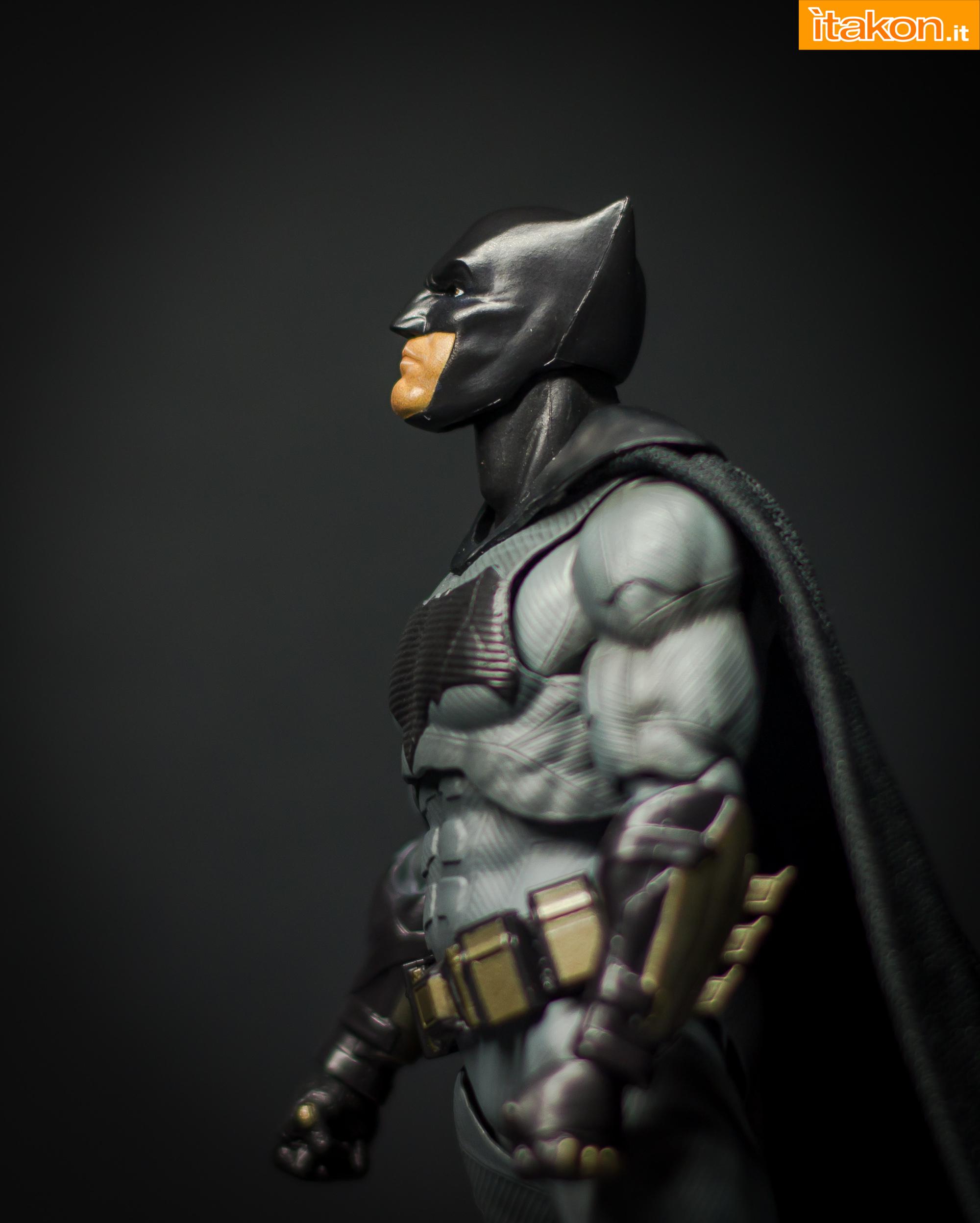Link a Bandai S.H Figuarts Batman Justice League-28