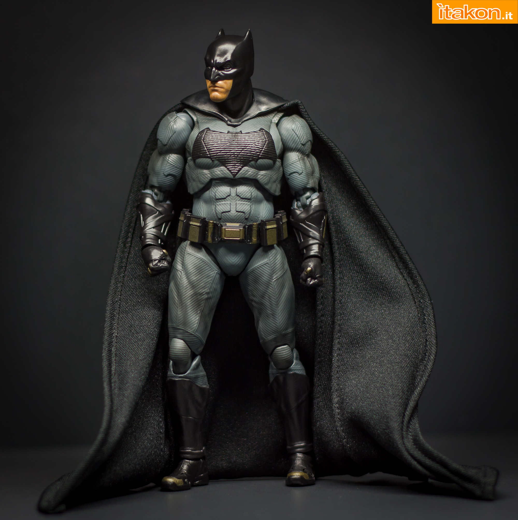 Link a Bandai S.H Figuarts Batman Justice League-29