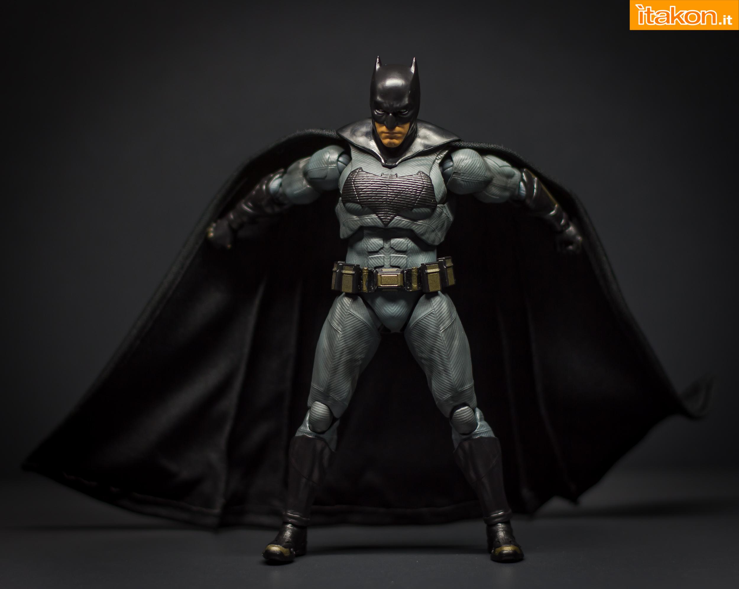 Link a Bandai S.H Figuarts Batman Justice League-35
