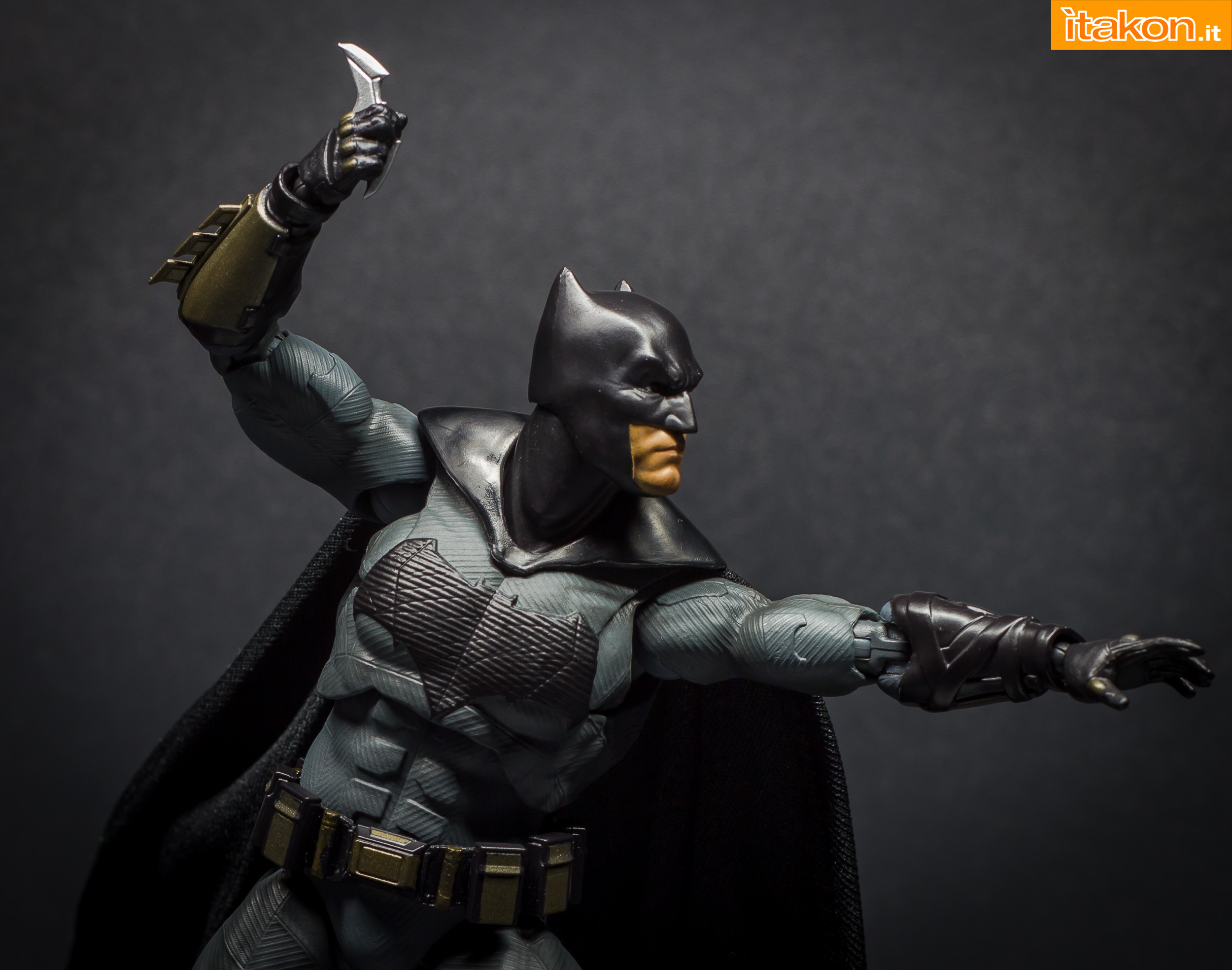 Link a Bandai S.H Figuarts Batman Justice League-55