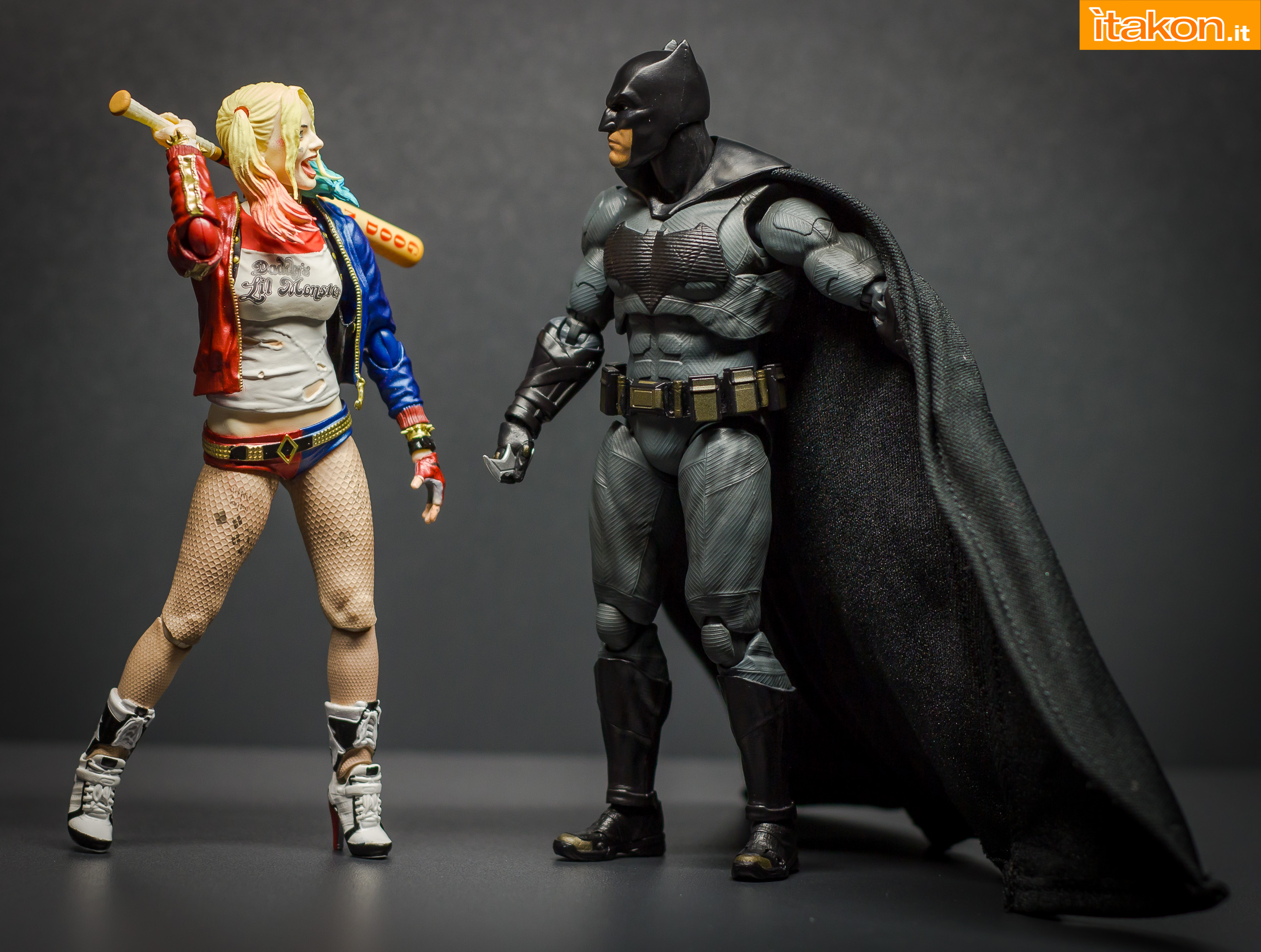 Link a Bandai S.H Figuarts Batman Justice League-56