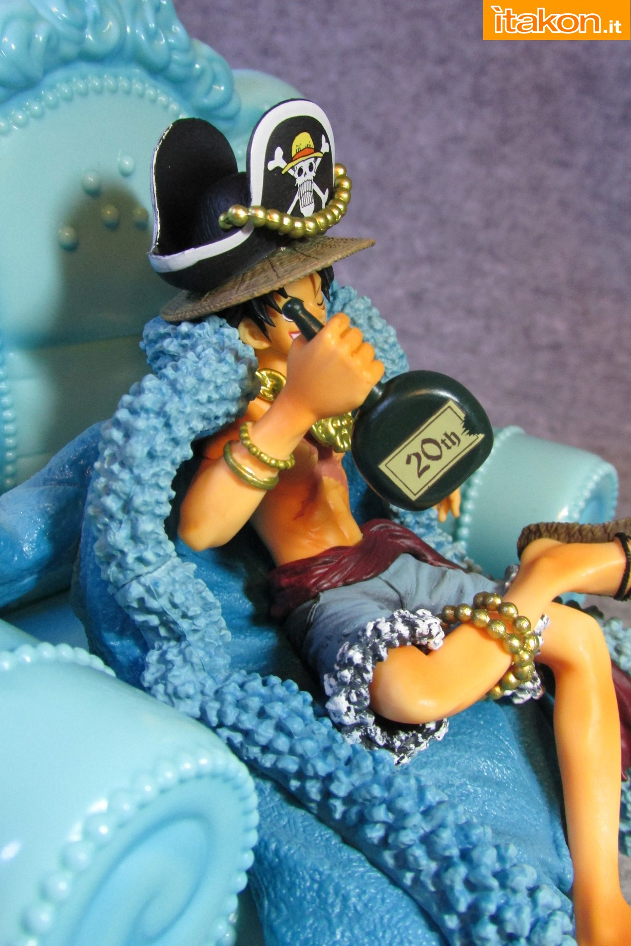 Link a Recensione Review Monkey D. Luffy One Piece 20th Anniversary ver. Figuarts ZERO di Bandai 23