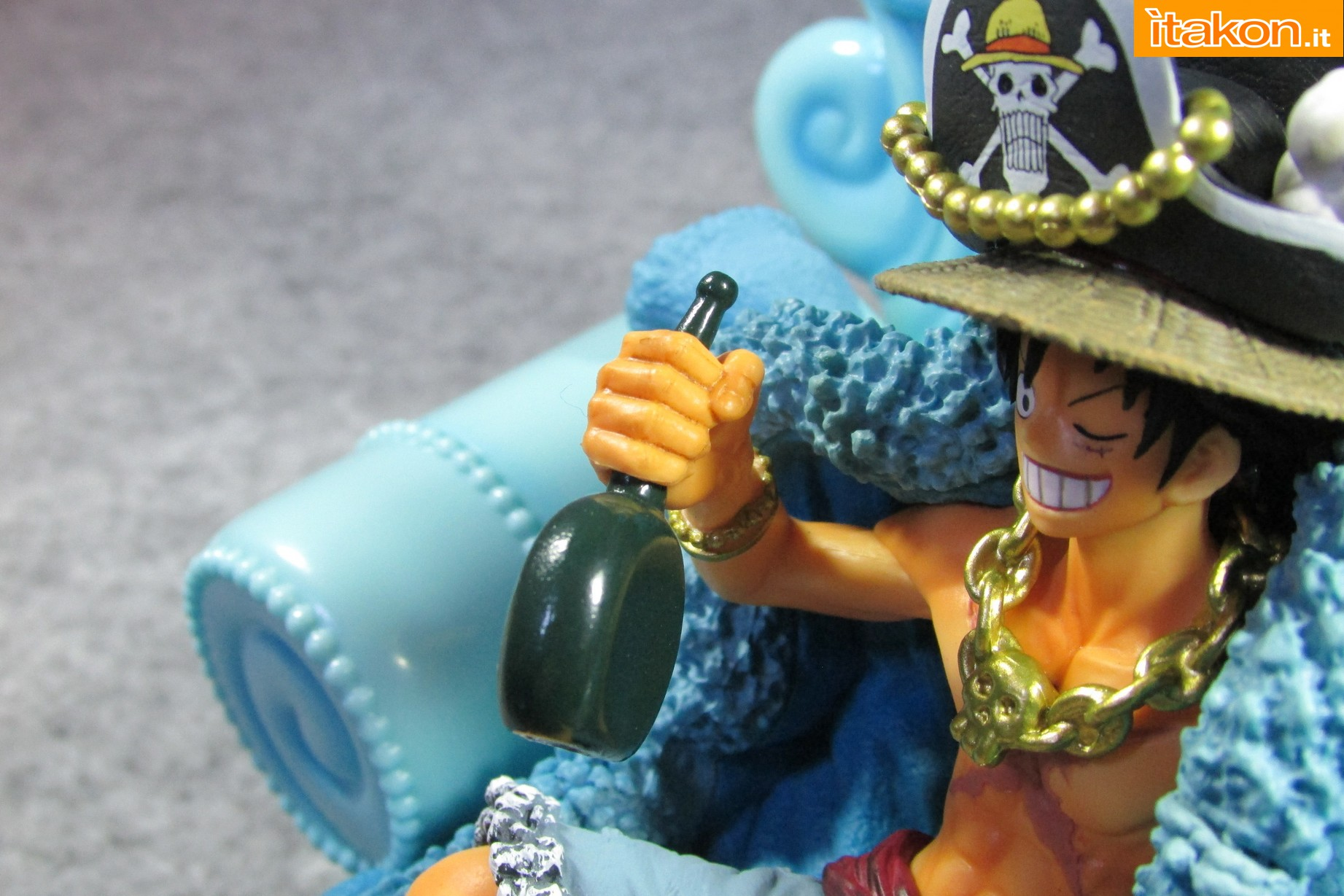 Link a Recensione Review Monkey D. Luffy One Piece 20th Anniversary ver. Figuarts ZERO di Bandai 35