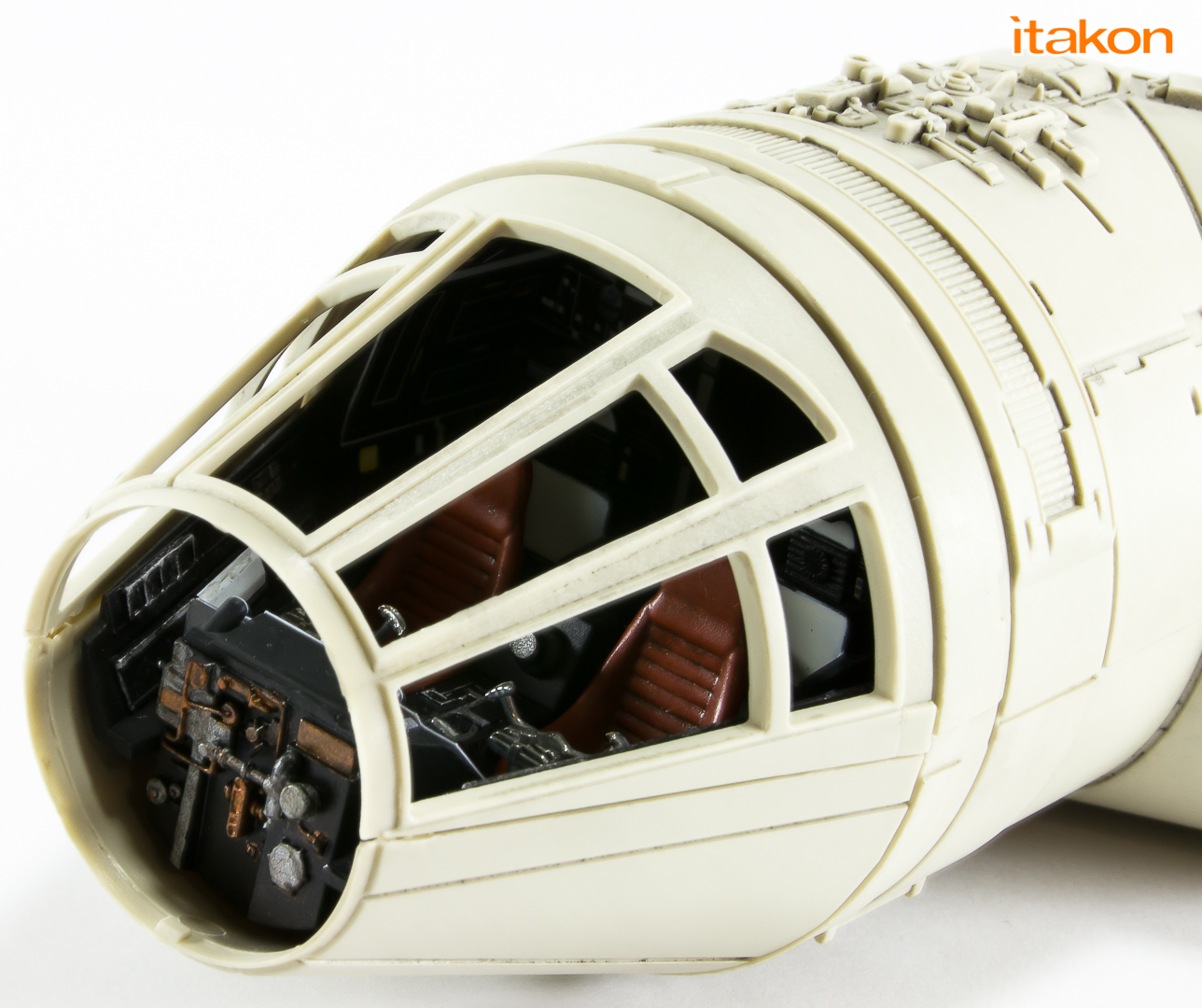 Link a De Agostini ModelSpace Millenniun Falcon Itakon _56
