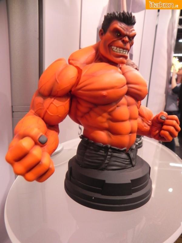 Gentle Giant: Red Hulk mini bust