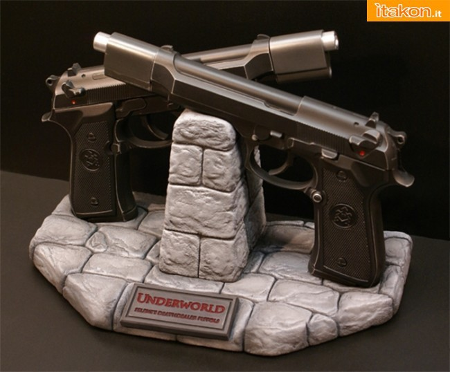 Hollywood Collectibles Group: Underworld: Selene's Death Dealer Pistols