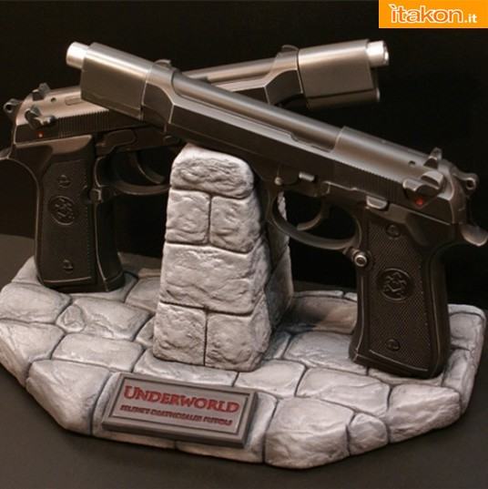 Hollywood Collectibles Group: Underworld - Selene's Death Dealer Pistols