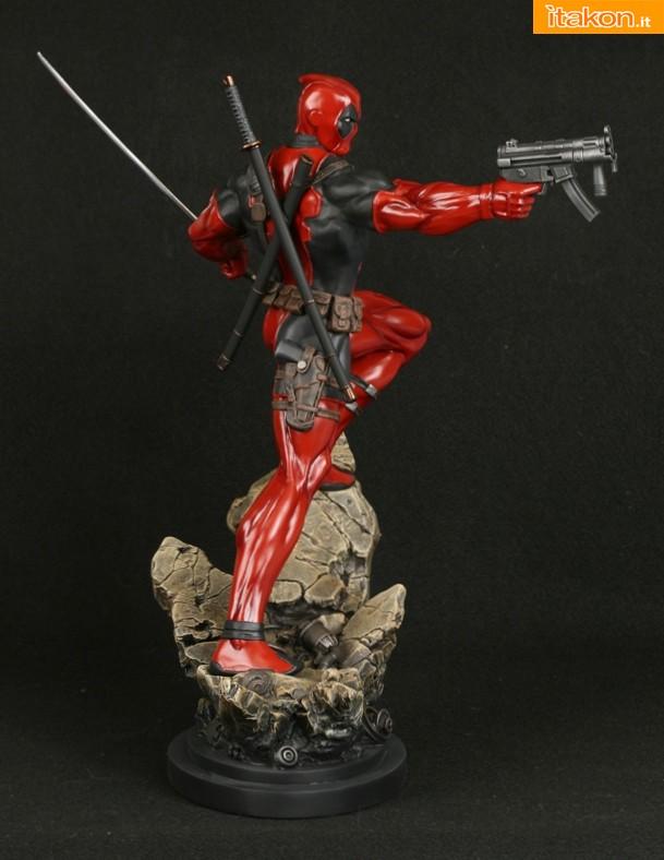 Bowen Designs: Deadpool Action Statue - In Preordine