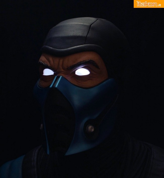 Pop Culture Shock: Mortal Kombat: Life-Size Bust Sub-Zero - Regular, Exclusive e Light-Up Eyes