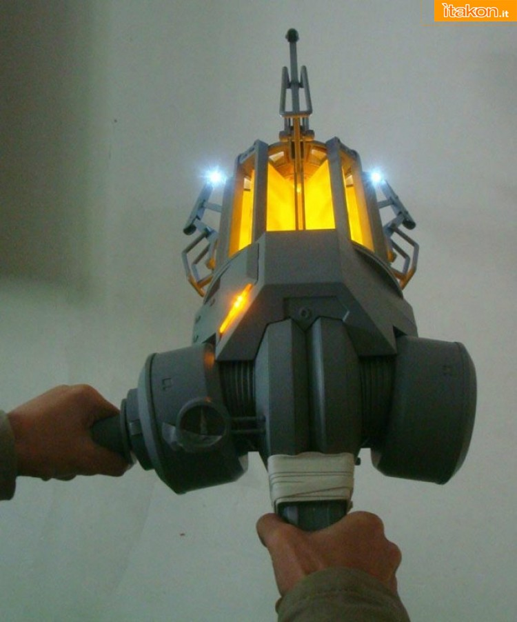 Half-Life Gravity Gun Replica 1/1 da Neca - Anteprima