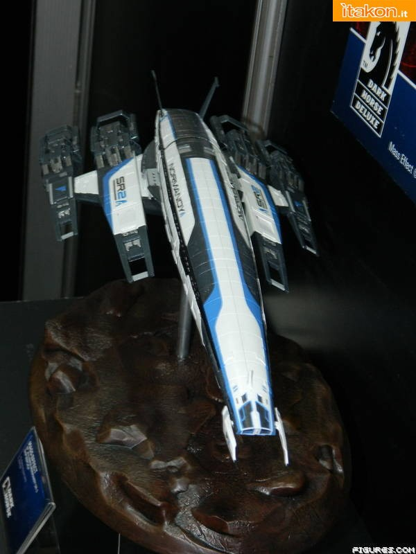 Dark Horse: Normandy SR-2 Ship Replica
