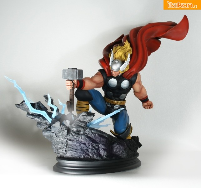 Bowen Designs: Strike Down Thor statue - In Preordine